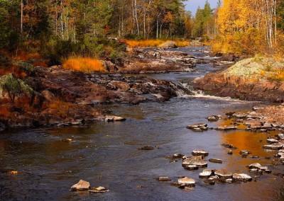 WU_Landschaft Schweden Bachlauf im Herbst